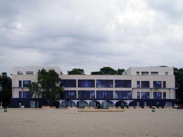 widok z plazy zatoka sztuki