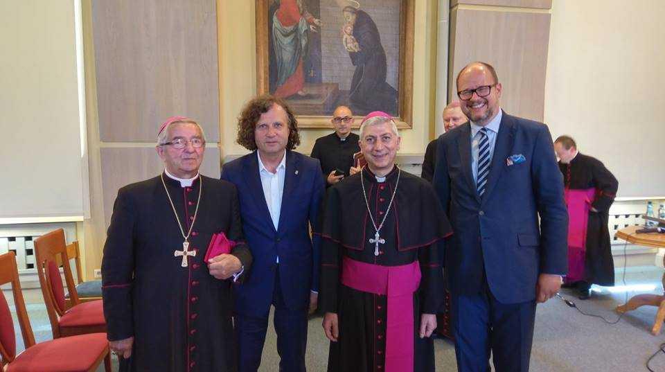 Jacek Karnowski prezydent Sopotu z arcybiskupem Aleppo Joseph Tobiji